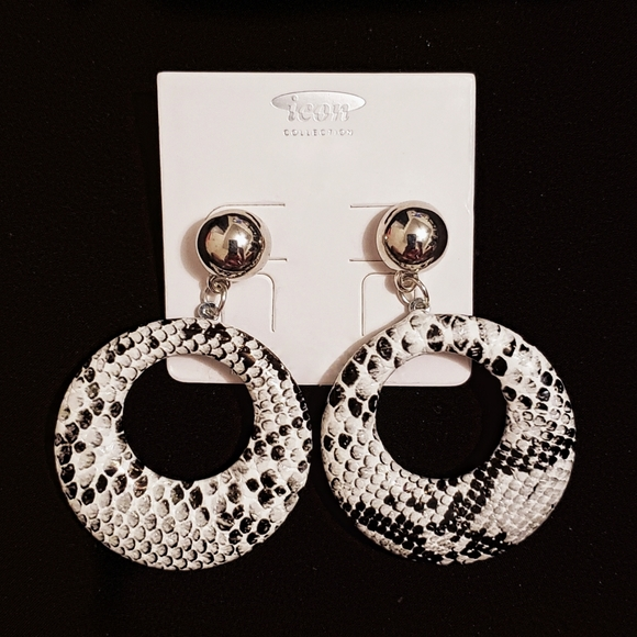 icon collection Jewelry - Silvertone & White Snakeskin Disk Cut-Out Earrings